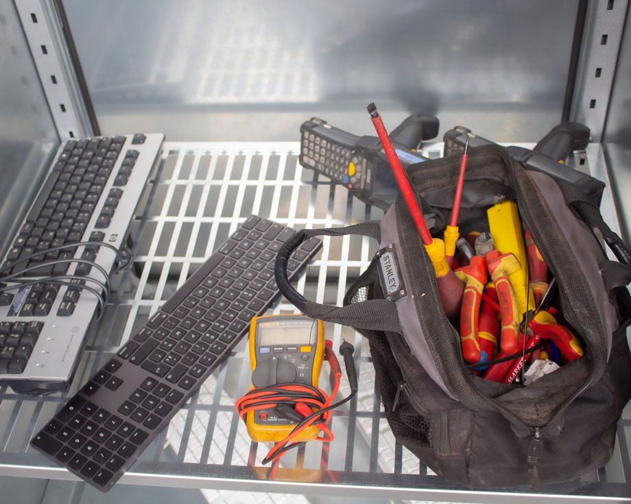 I-Genius Pro desinfectiekast: toetsenborden, werkmateriaal, tas, rugzak, toestellen